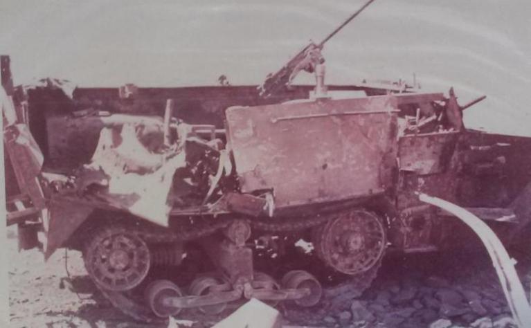 """זחל""""ם שנפגע בדרך ההטיה בדרך לתל פאחר, 4 נהרגו עליו (צילום: זמיר כהן)"""
